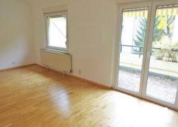 1180 Wohnzimmer Mit Terrassenausgang