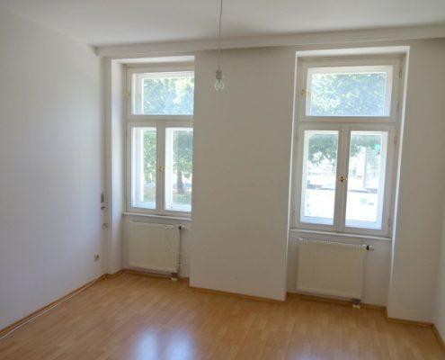 1160 Mietwohnung Wohnzimmer Mit Blick Auf Park
